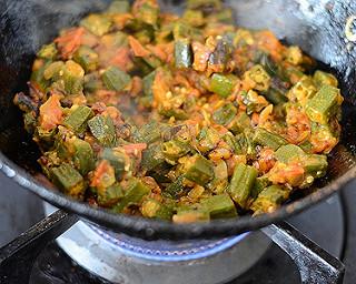 vendakkai curry last step