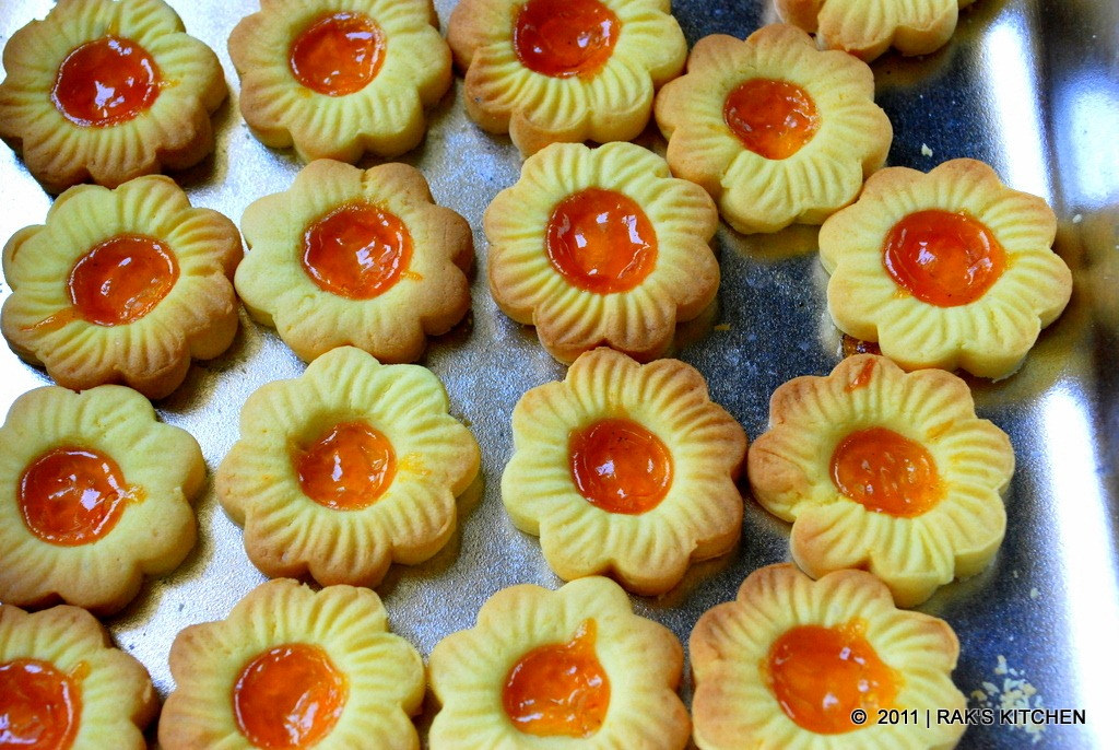 Eggless Jam Biscuits
