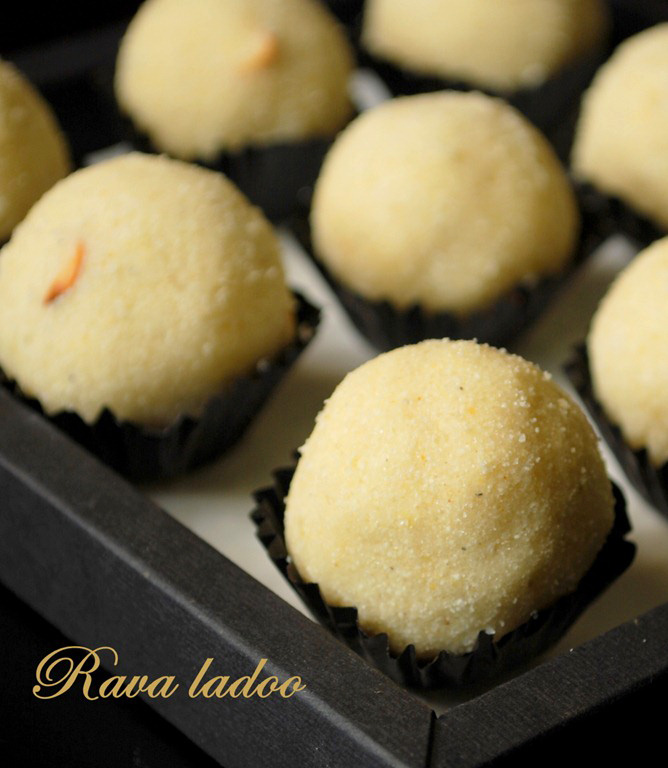rava-ladoo-arranged in mini liners